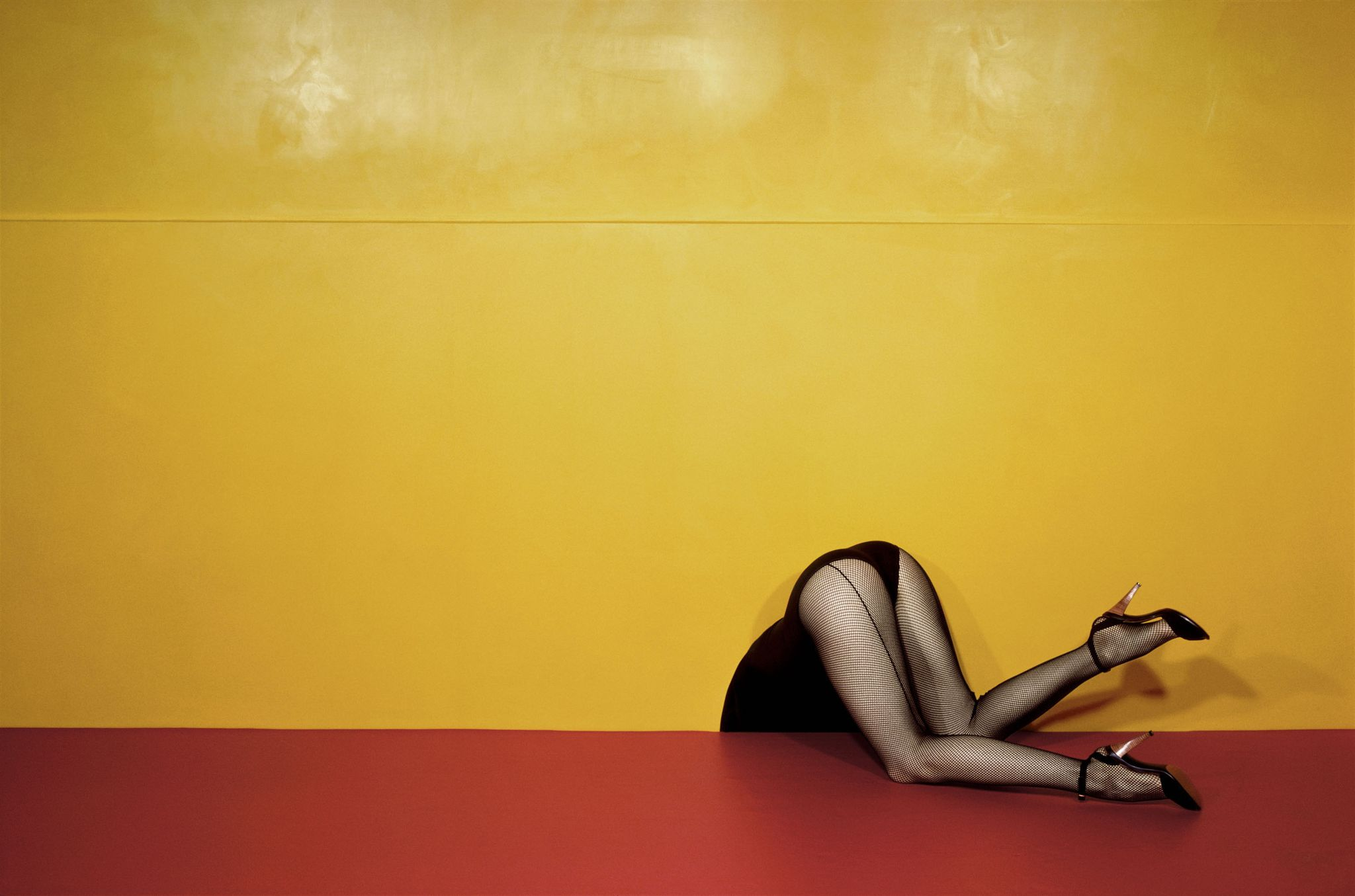 charles-jourdan-spring-1979-c-the-guy-bourdin-estate-2019-courtesy-of-art-and-commerce-1565199035
